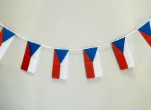 32 vlaječek ČR na provazci