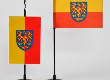 Stolní vlaječka Moravy saténová tištěná - žlutočervená