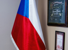 Saténová vlajka ČR na žerdi